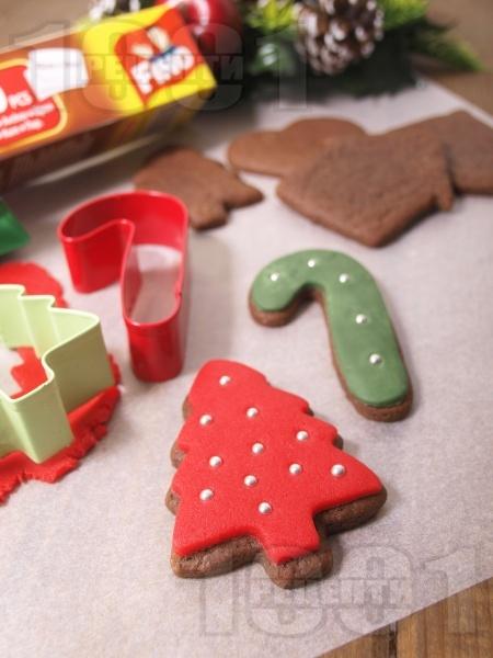 Коледни сладки със захарен фондан - снимка на рецептата